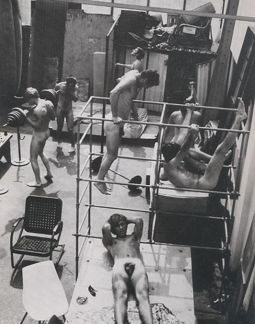 nude-men-working-out